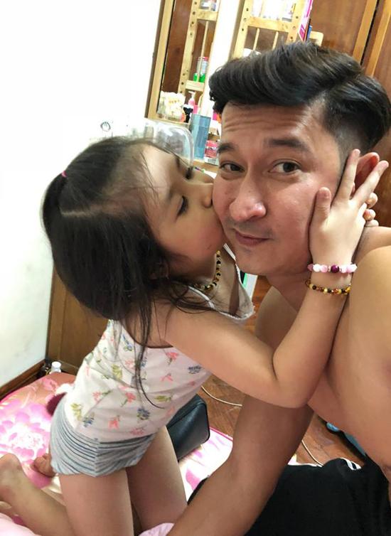 Huy Khánh khoe, con gái thường xuyên bênh vực