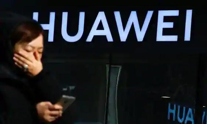 Huawei được dự đoán sẽ sớm đánh mất ngôi vị số một về smartphone. Ảnh: Reuters.