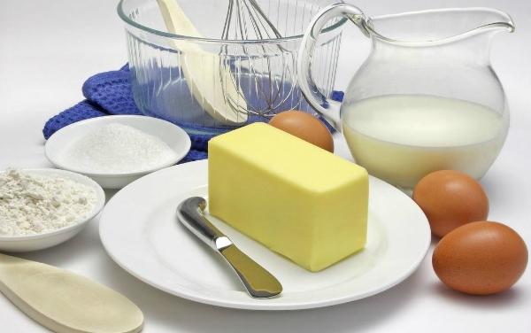Phụ nữ tuổi mãn kinh nên tiêu thụ nhiều trứng, sữa. Ảnh: dreamstime