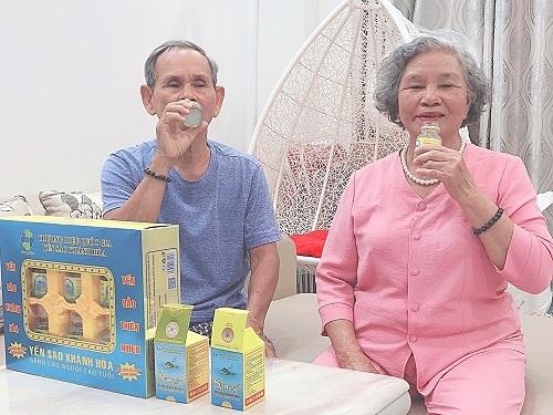 Bạn có thể lựa chọn nước Yến sào Khánh Hòa Sanest làm quà tặng cho người thân.