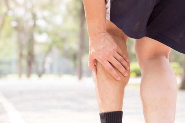 Chuột rút ở bắp chân xảy ra do các cơ ở chuỗi sau, bao gồm cơ mông, gân kheo và bắp chân, không đủ khỏe. Ảnh: Runners World.