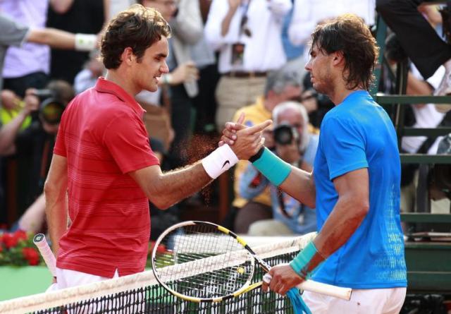 Federer (trái) và Nadal cùng giành được 20 Grand Slam trong sự nghiệp. Ảnh: Reuters.