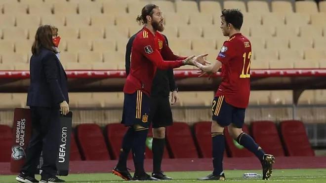 Ramos vào thay Garcia khi trận đấu chỉ còn vài phút.