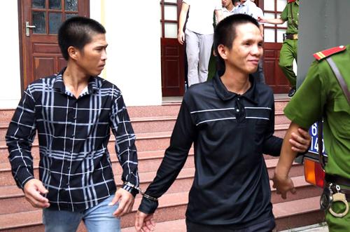 Duy Quang (giữa) được cho là bị cáo có hành vi phạm tội tích cực nhất. Ảnh: Phước Tuấn.