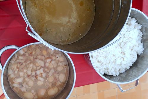 Phụ huynh ở Bà Rịa-Vũng Tàu tố cáo trường cho trẻ ăn cơm gạo mốc