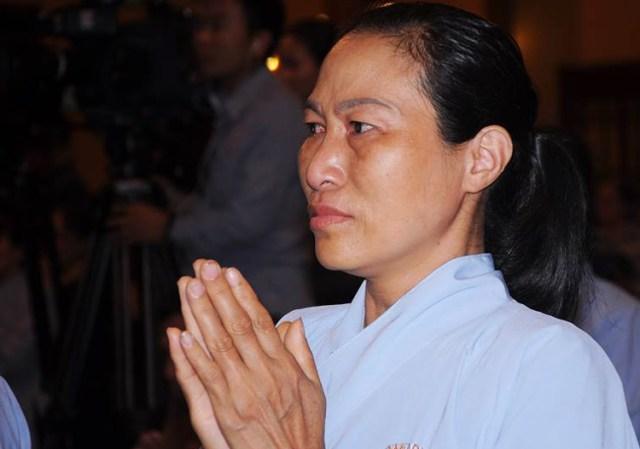Phật tử nghe thuyết giảng vong báo oán tại chùa Ba Vàng. Ảnh: Viết Tuân.