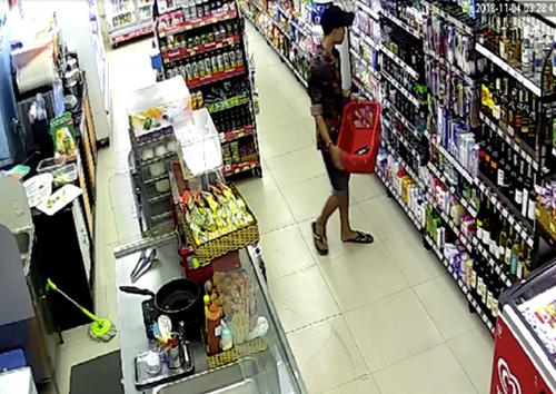 Nhóm cướp của Thiện bị camera các cửa hàng ghi lại.