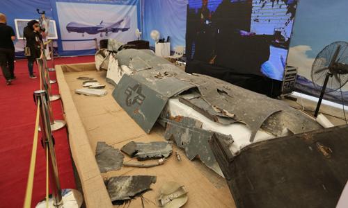 Mảnh vỡ trinh sát cơ MQ-4C của Mỹ tại buổi triển lãm ở Tehran, Iran hôm 21/9. Ảnh: AFP.