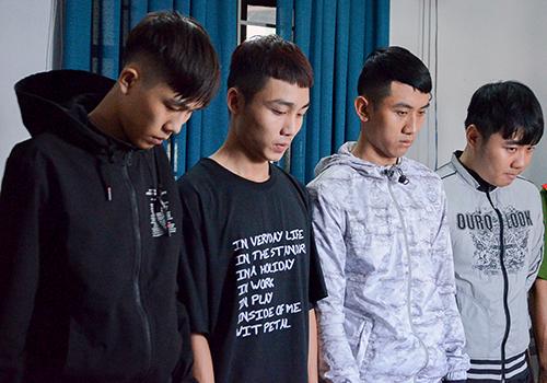 Bốn nam sinh vừa bị công an khởi tố về tội Cướp tài sản. Ảnh: N.P.