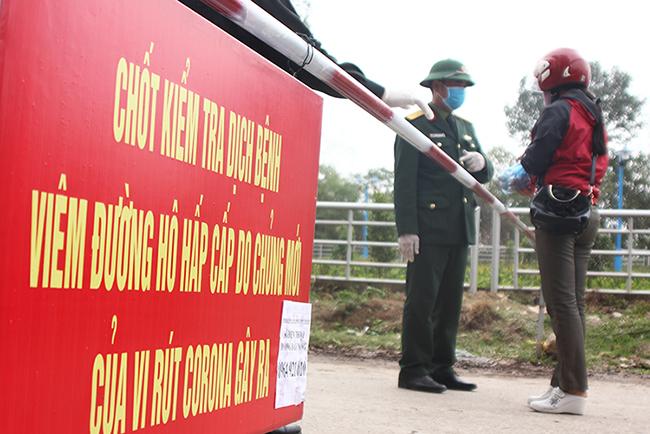 Chốt kiểm tra soát dịch ở xã Sơn Lôi, Bình Xuyên, Vĩnh Phúc. Ảnh: Hoàng An