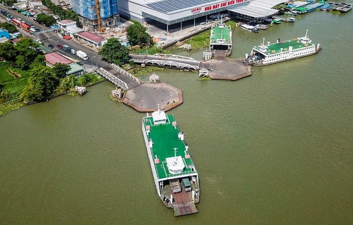 Các phà Vàm Cống còn hoạt động sau khi cầu bắc qua sông Hậu thông xe hồi tháng 5. Ảnh: Quỳnh Trần.