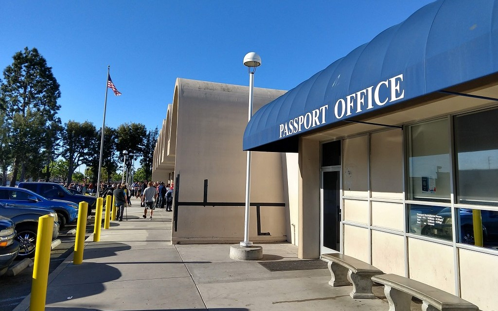 GOING NOWHERE | Long waits, little help for passport applicants in Ventura County