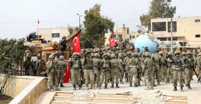 عفرين: تركيا تطرد مقاتلين موالين لها فصائل من المعارضة السورية