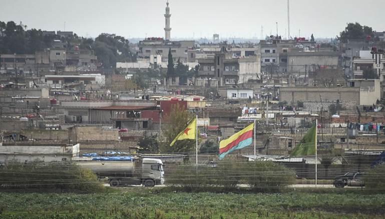 القوات التركية تستهدف بلدة حدودية شرق الفرات