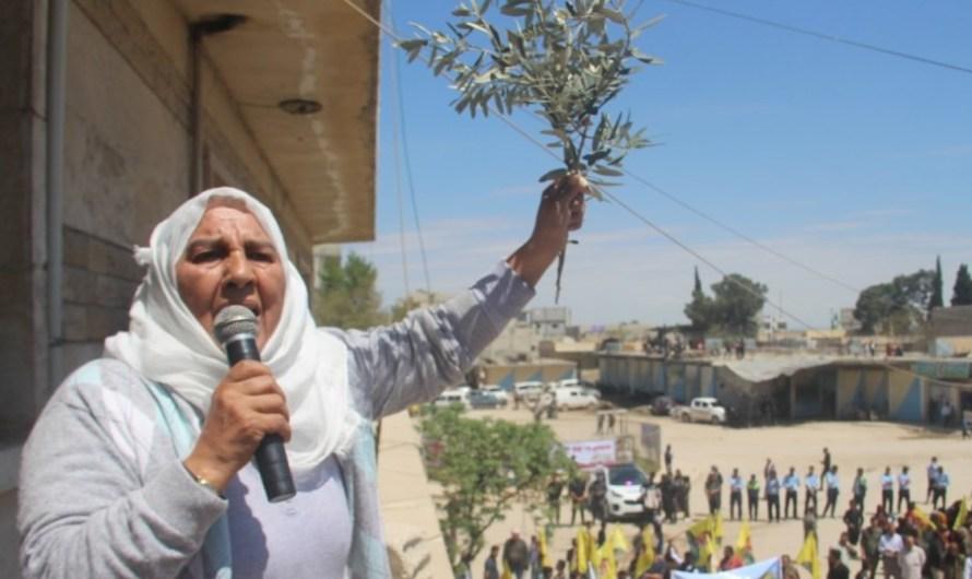 تظاهرات شعبية تندد ببناء جدار عازل في محيط عفرين السورية