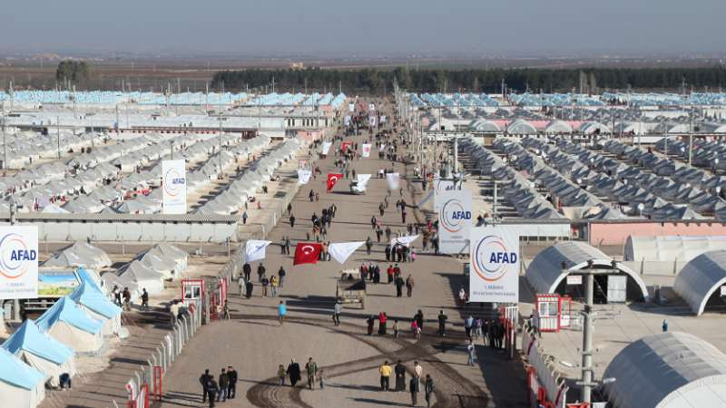 تركيا تبدأ بإخلاء مخيم للاجئين السوريين في سروج