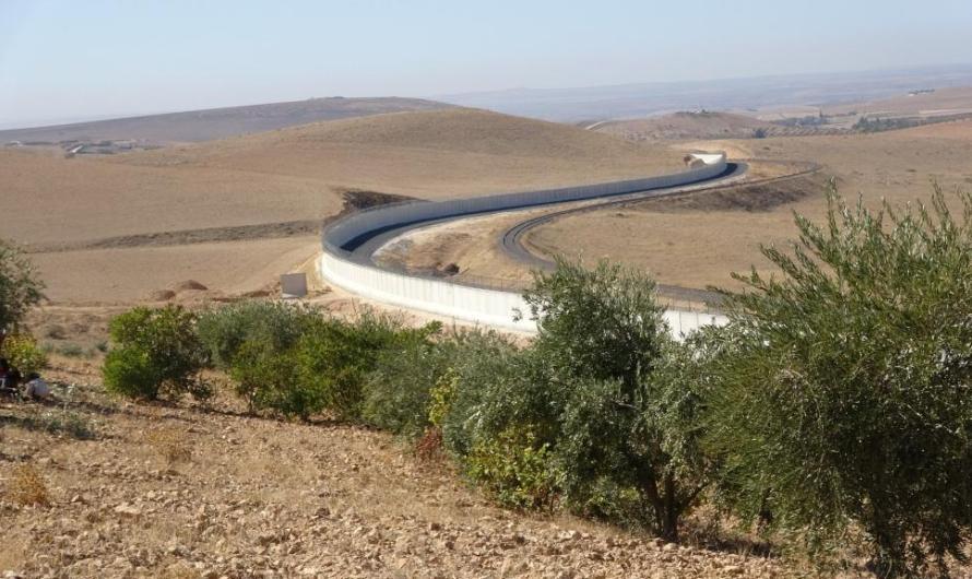 القوات التركية تعرقل المزارعين من الوصول لأراضيهم وبساتينهم على الحدود السورية