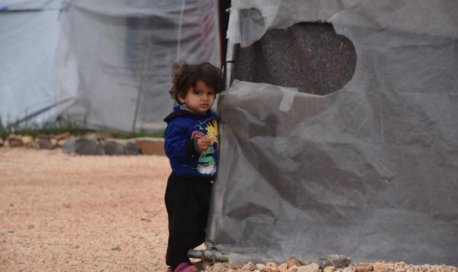 تشريد 100 ألف طفل من عفرين وشرقي الفرات.. بعضهم يبيت في مخيمات غير مجهزة