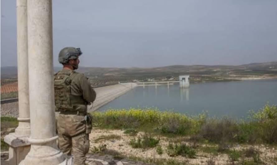 رغم أنّ المدينة تعاني من فقدان مياه الشرب … تركيا تبدأ بضخ مياه نهر عفرين باتجاه سد الريحانية لإرواء مزارعها