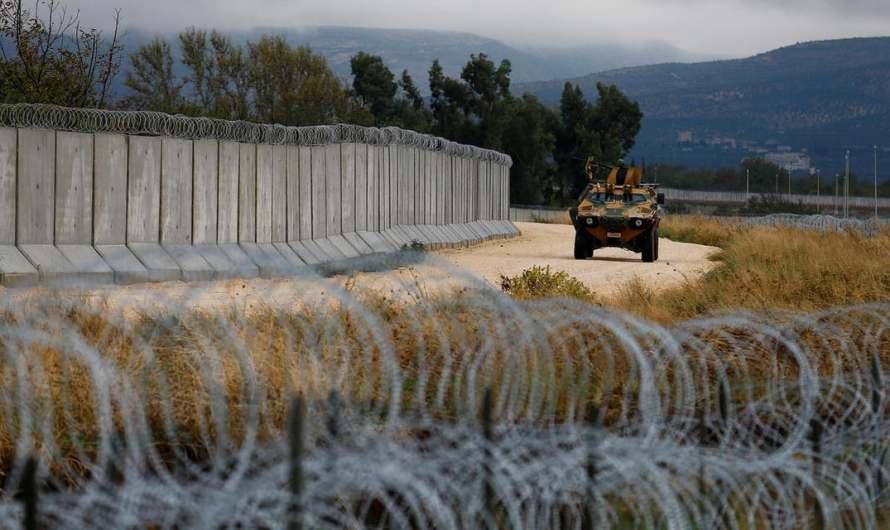 تركيا تغلق أبوابها في وجه اللاجئين السوريين.. أحاطت حدودها بالأسلاك وجدار طوله 900 كيلومتر وتقتل كل من يتمكن من تجاوز الحدود