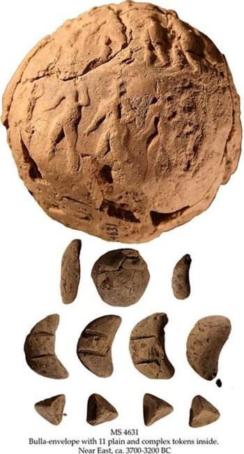 Hlinená obálka s 11 žetónmi (c. 3700 – 3200 pred n.l.)