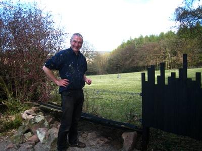 Fence renewal Veddw 2 © Anne Wareham.