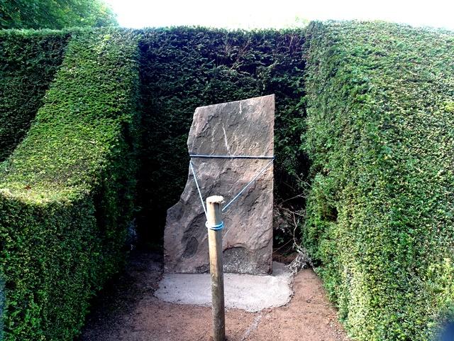 The Stone in situ Copyright Anne Wareham SAM_4281