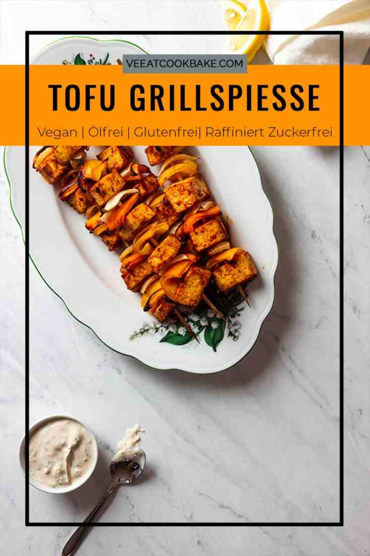Gegrillter Tofu mit Paprikageschmack - Einfache gegrillte Tofuspieße! Hergestellt aus einer würzigen, ölfreien Tomaten-Paprika-Marinade. Ein perfektes veganes Grillrezept #vegan #vegetarisch #tofu #grillspieße #tofuspieße #vollwertig #ölfrei#zuckerfrei