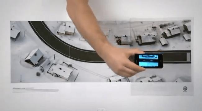 Anuncio publicitario interactivo de Volkswagon con propagación de tres páginas que simula una prueba de conducción en automóvil a través de un teléfono inteligente