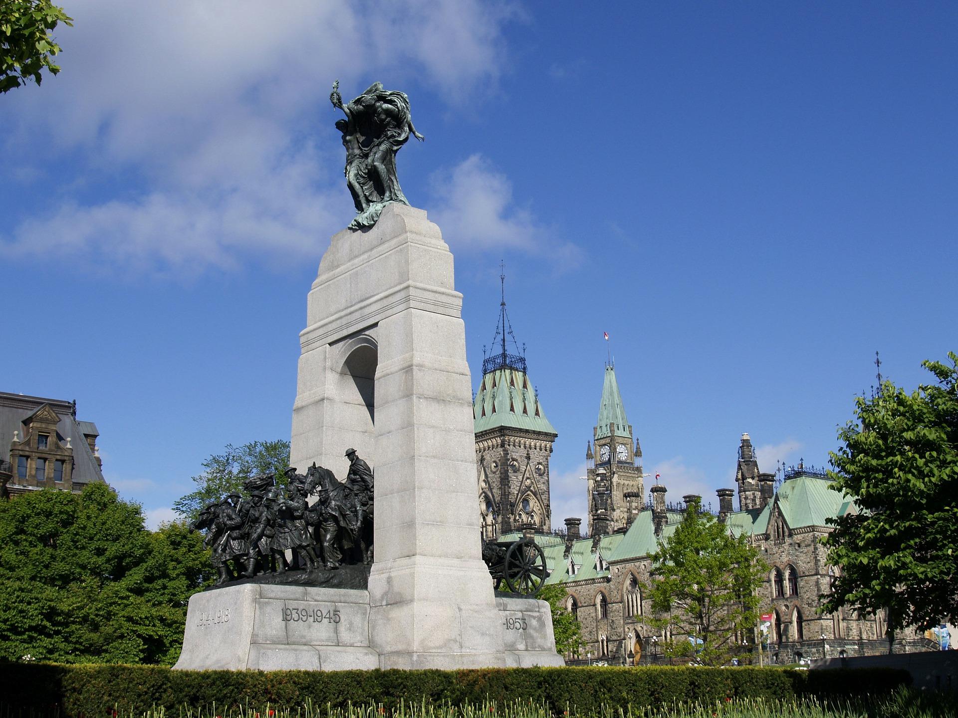 Ottawa-Confederation-Square.jpg