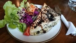 Vörek mit Salat im Café Nasch, Hamburg