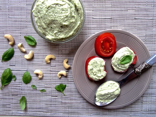 Quick & Easy Vegan Cashew Basil Cheese recipe - perfect substitute for ricotta with many applications! Ready in 10 minutes. {gluten free, paleo, soy free} | www.veganchickpea.com