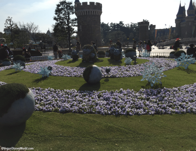 Frozen Ever After decorations