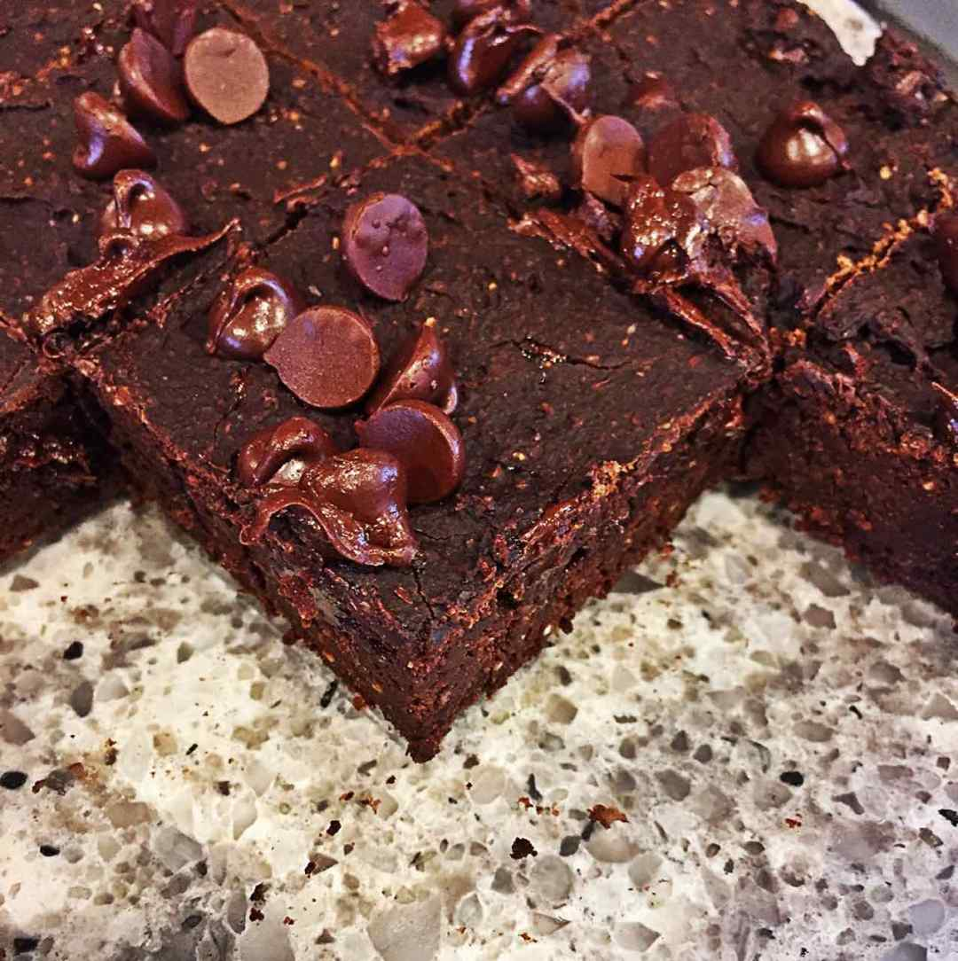 Image of chocolate vegan whole foods fat-free bean brownies in the glass baking dish.