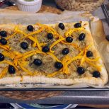place yellow pepper slices and olives on top
