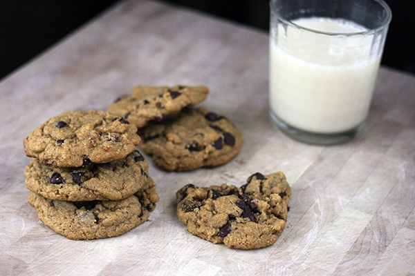 vegan-peanut-butter-chocolate-chip-cookies-3