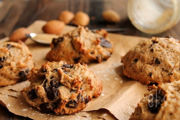 Banana, Chocolate and Almond Cookies