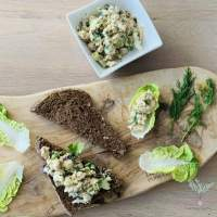 """Vegan """"Tonijn"""" - Tempeh Salade"""