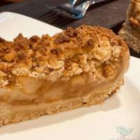 Vegan Apple Crumble Cake