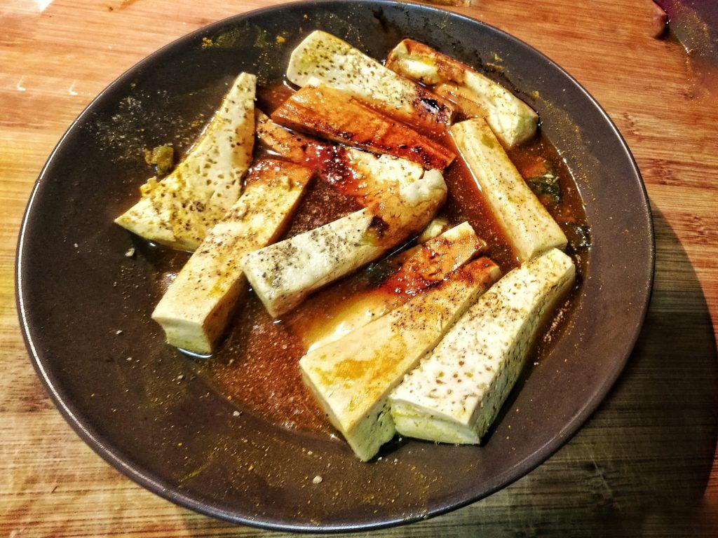 Marinado del tofu con salsa de soja