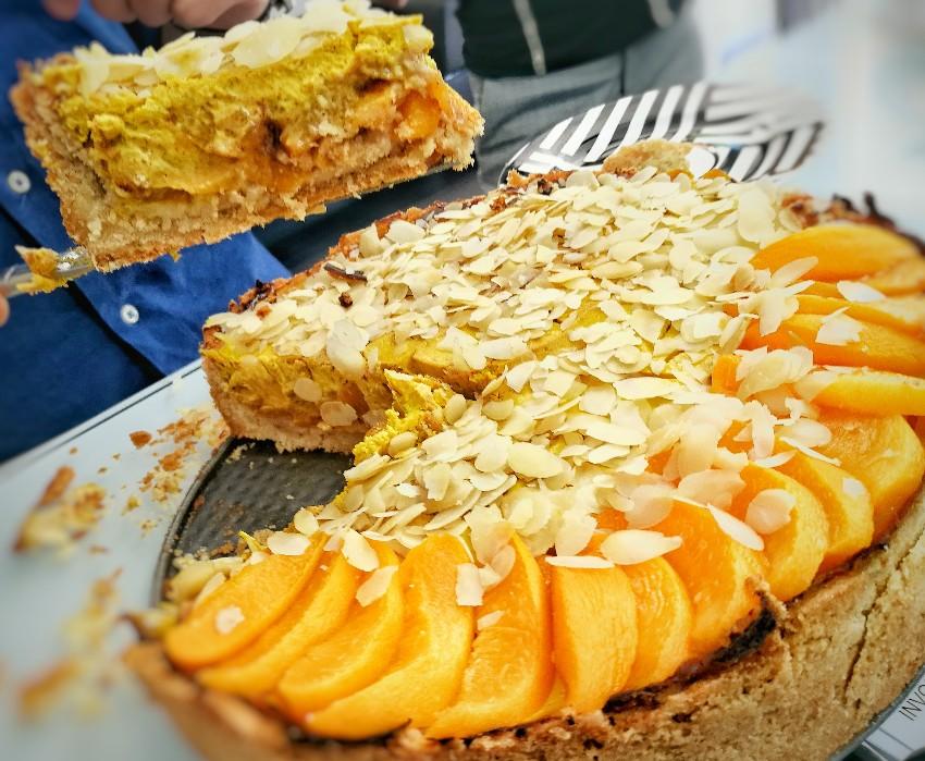 Pastel de melocotón en almibar