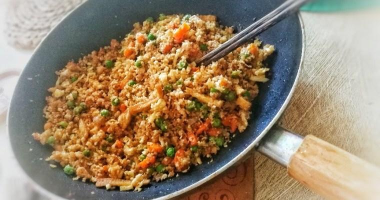 Arroz de coliflor al estilo Chino «Tres delicias» ¡100% Vegano!