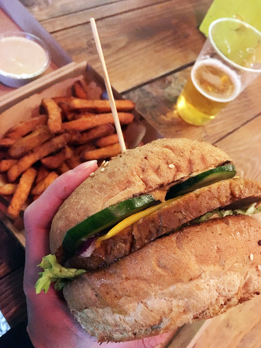 karavan as vegans seitanburger