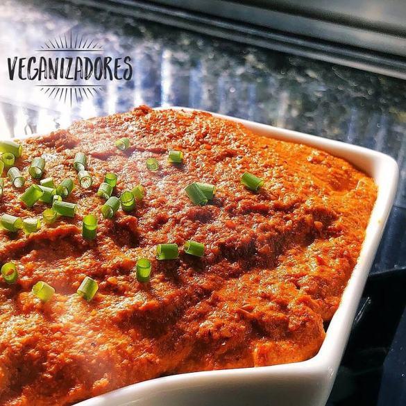 Pastinha Vegana de Pimentão, Tomate e Nozes | Veganizadores