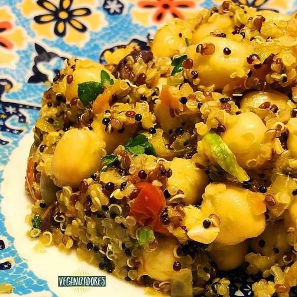 Salada Proteica de Grão-de-Bico e Quinoa - Receita Veganizadores