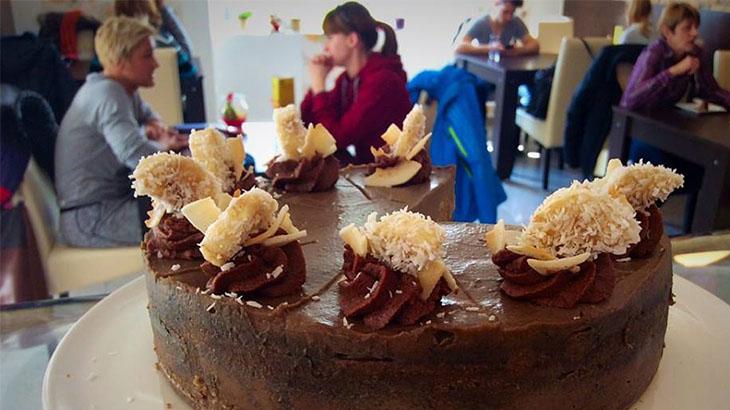 nyers vegán natúr ételbár torta