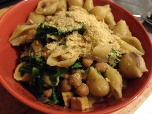 Shells with Spinach and Chickpeas - Vegan Nom Noms