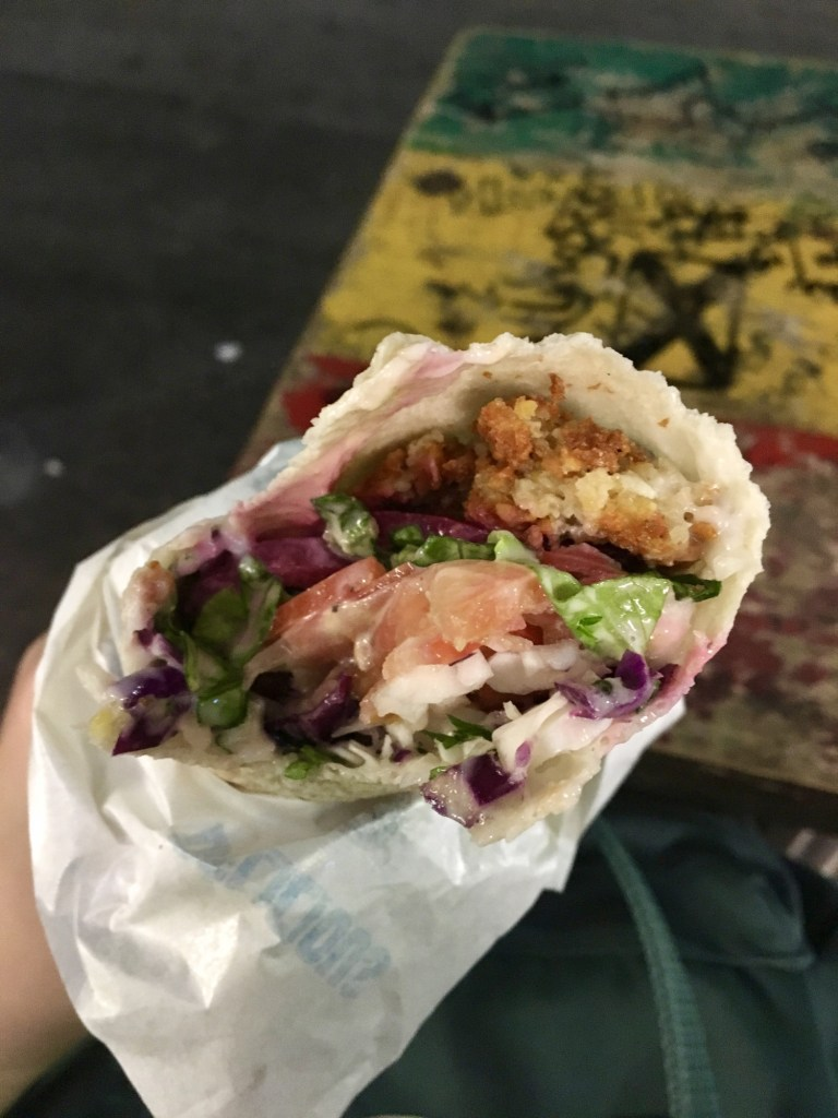 vegan pengang fa-laugh-ely falafel wrap inside view