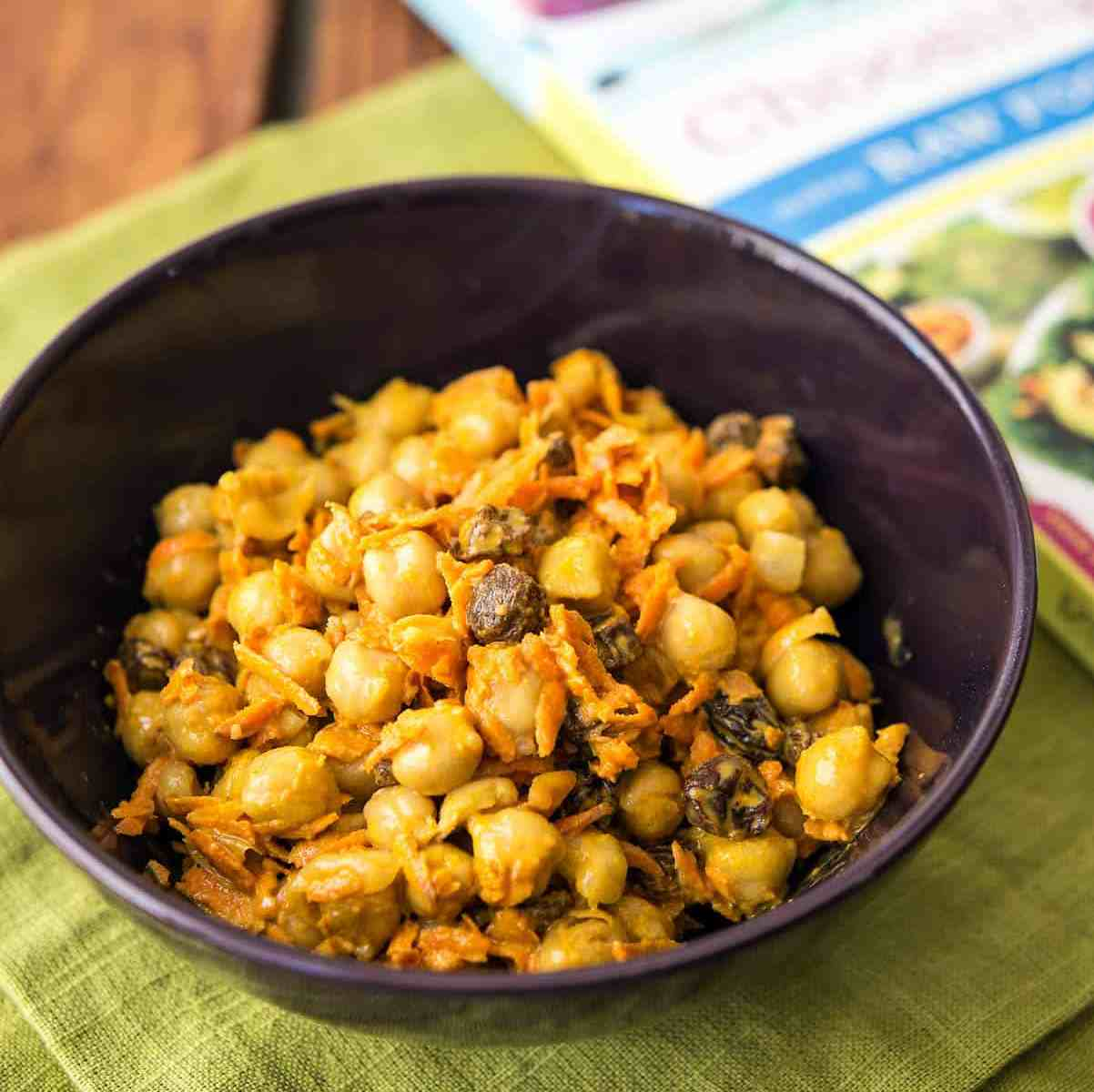 This Curried Chickpea and Carrot Salad from Choosing Raw is poppin' with flavor! Itreally hit the spot, for me, so I'm sharing the recipe with you!  #vegan #soyfree #glutenfree