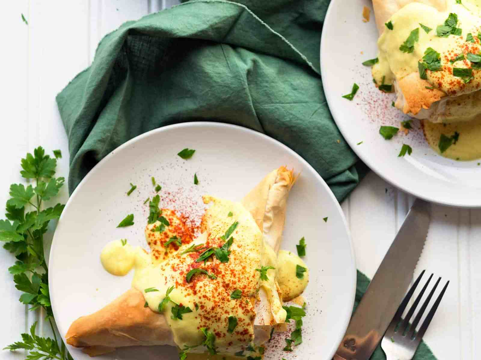 Need a fun brunch recipe? These Tofu Benedict Fillo Pockets are equal parts fancy and delicious! With an easy #vegan Hollandaise sauce. #dairyfree #eggfree
